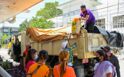BARMM delivers rice aid for GenSan IPs