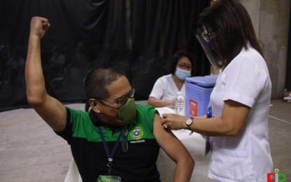 Vaccination on for 1.6K barangay health workers in Cebu City