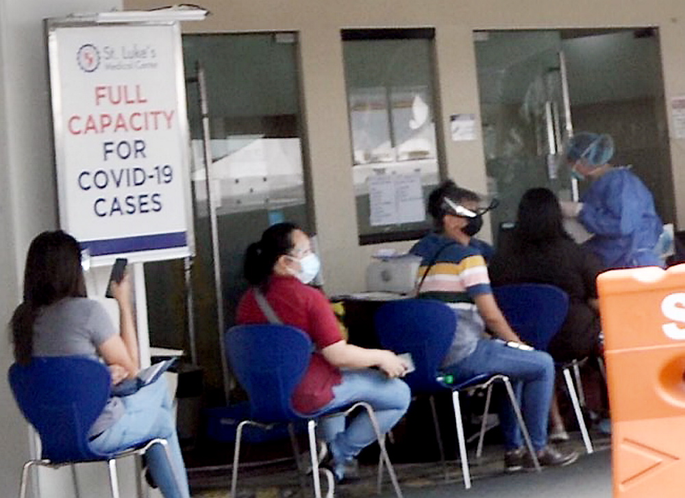 St. Luke's Medical Center QC in 'full capacity,' no more admittance for Covid-19 patients