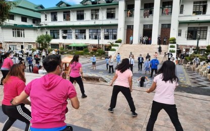 Magalong orders 5-minute exercise in flag raising