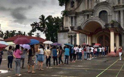 Dioceses of Novaliches, Cubao lock down churches