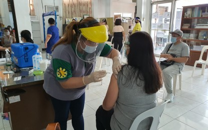 Bulacan posts 86% vaccination rate of health workers