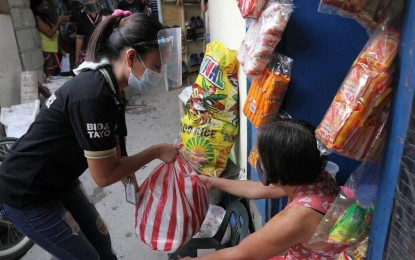 Taguig City villages receive 'stay-at-home' food packs
