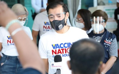 Medical front-liners first: Isko Moreno