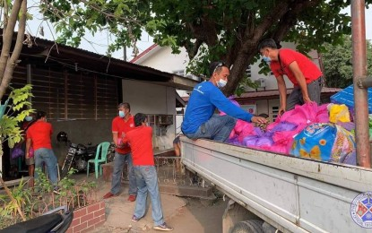 La Union distributes relief packs to locked down towns