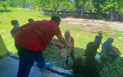 Nearly 1K Maguindanao plantation farmers get aid from DSWD