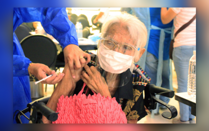 Woman, 98, gets vaccinated with daughter, 61, in CDO