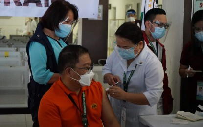 Solons push for dentists, medical techs as Covid-19 vaccinators