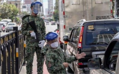 QC cops ordered to explain non-wearing of face shields