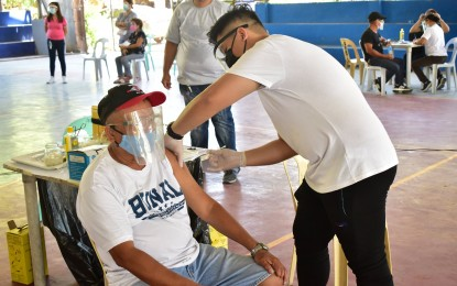 Over 1.3K seniors, front-liners get Covid vax in Dumaguete