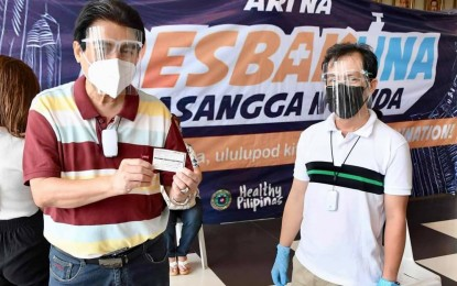 Bacolod City mayor hopes to set example in getting Covid-19 vax