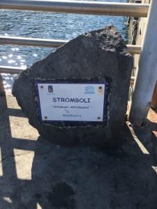 ストロンボリの石碑