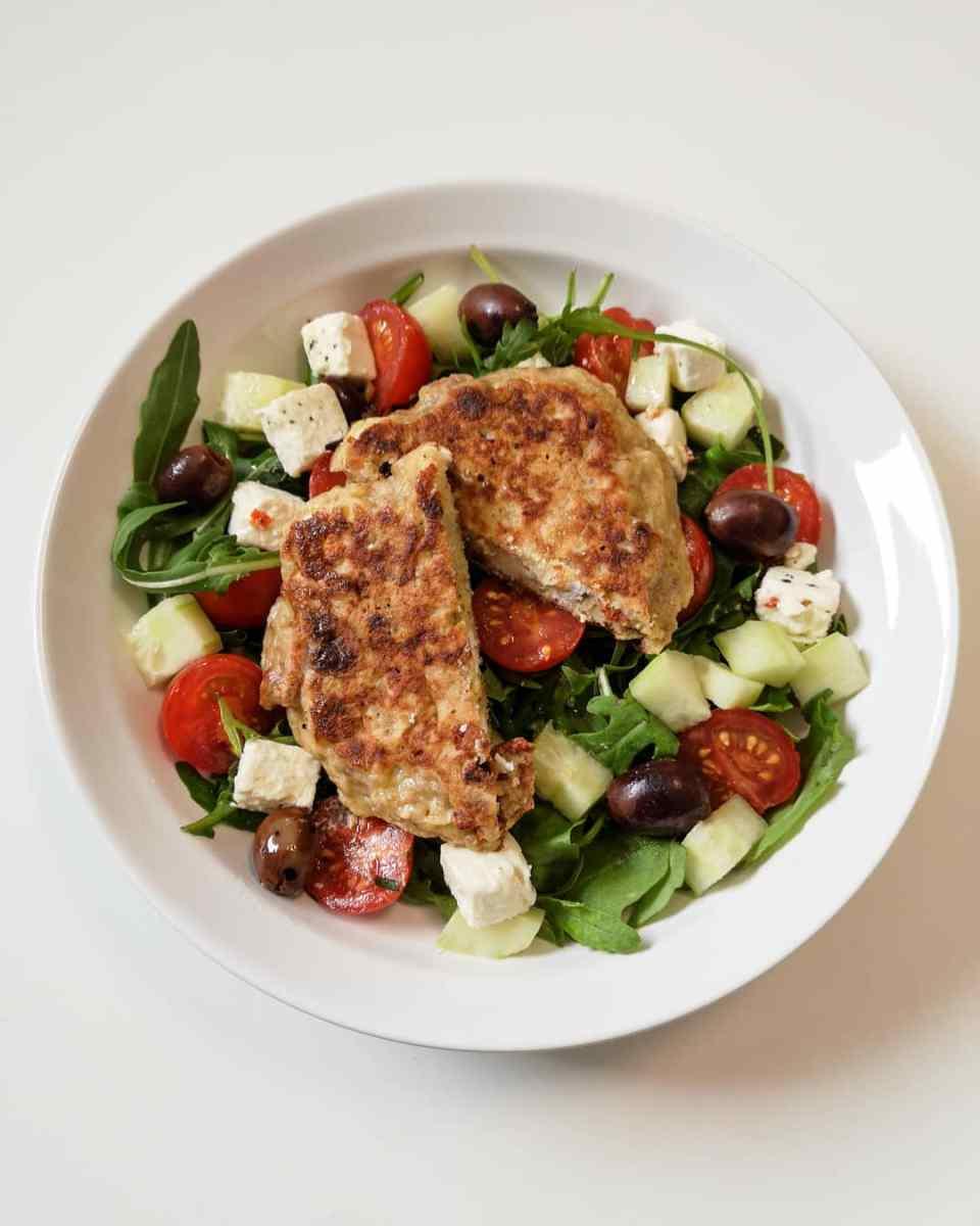 Salade à la Grecque & Galette au Sarrasin, Tomates Séchées et Feta