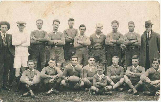 Temora 1924. Back Row - Slender O'Leary, A Naylor (Referee), Tom McAlister, Ernie Green, Rex Thawte, H Curran, A Forbes, Ted Curran, George Jordan, D Crowley. Front Row - George Richards, Peter McSulla, Sid Mansted (Coach), Harold Thomas, George Elliott, Lloyd Smith, Cyril Meghan, Triffe Pryor (Ball Boy). Source: Temora Dragons Rugby League Club via Facebook.