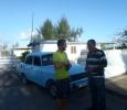 Vår goa taxichaffis med sin fina blåa bil