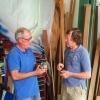 Magnus och David i båtverkstaden