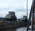 Stora båtar dras upp med ellok