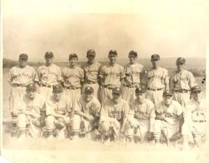 2001-90-204 Haselton Baseball team with identif on back