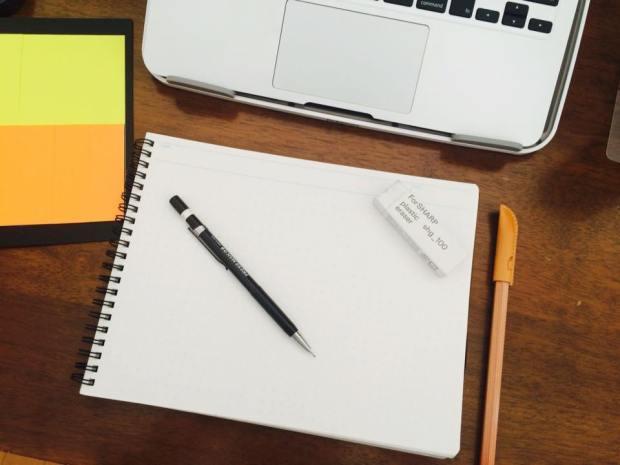 さりげないデザインが書く気分を上げてくれる「飾り原稿用紙」