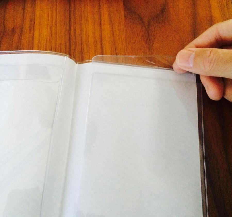 あえて表紙を見せるA6ノートカバー「ブック&カードホルダー」