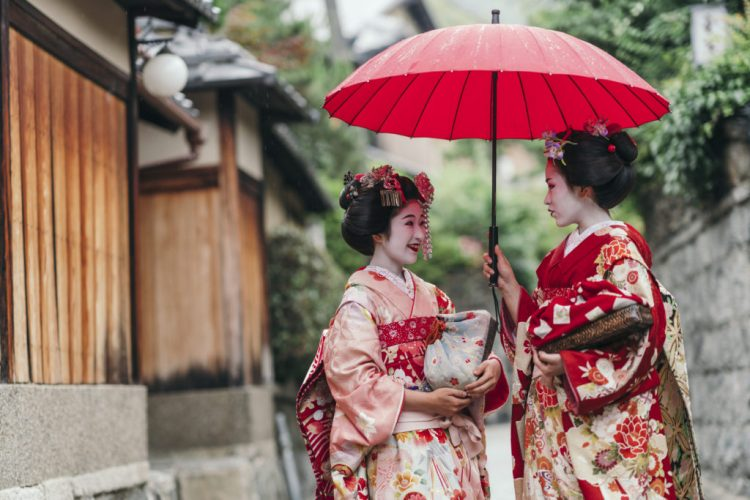 differences between hangyoku maiko and geisha