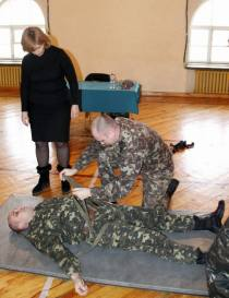 MoD training in session while Dr. Olga Bogomolets looks on. Photo: MoD