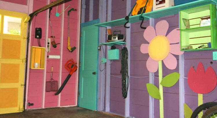 colorful-garage-in-saguarita