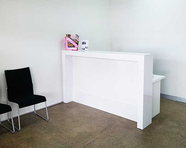 Matte reception counter White or Black Gloss