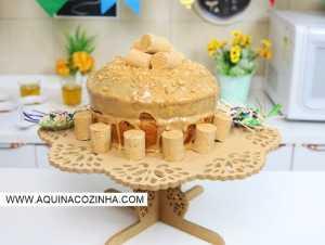 Montando bolo de paçoca