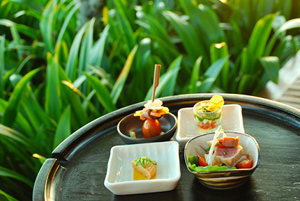 italian-indonesian-canapes-at-the-bar (1) S