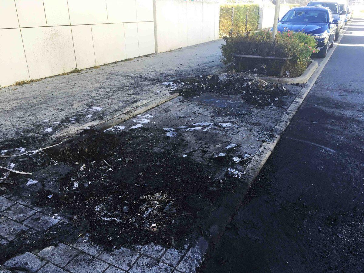 Riedberg-Mitte: Hier wurde ein BMW in Brand gesteckt