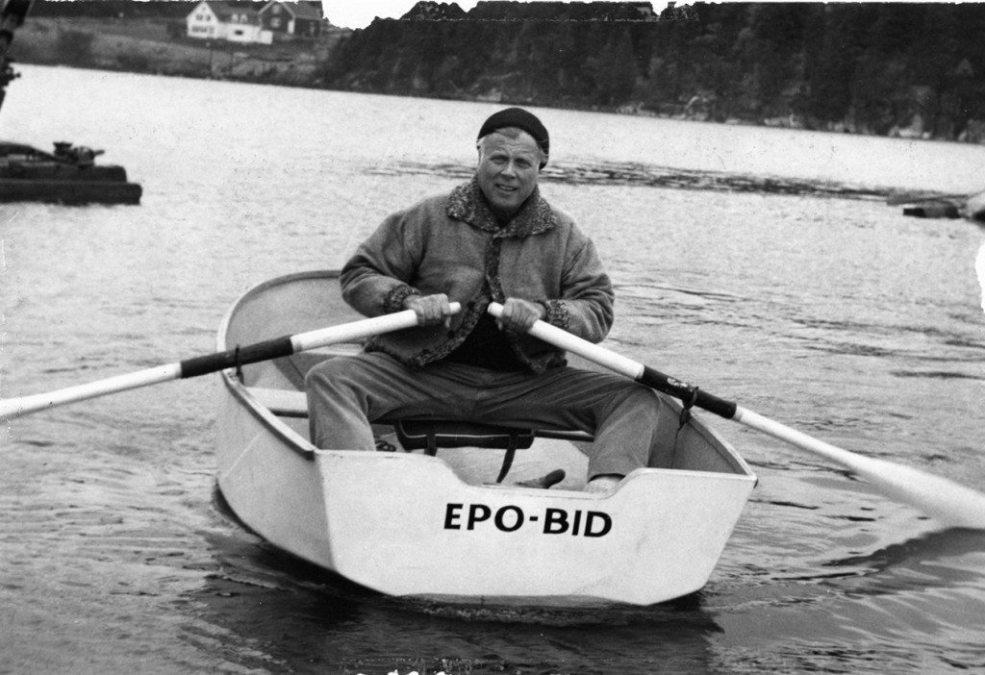 Kienbusch in rowboat 1024x702 copy