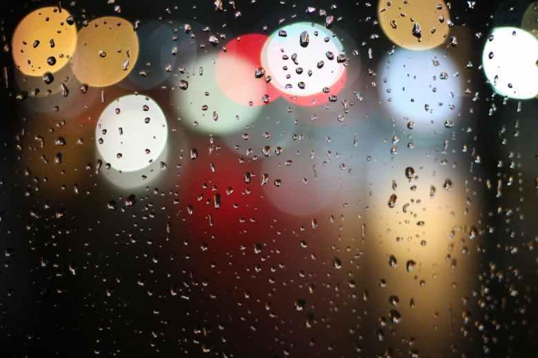 lights water blur rain