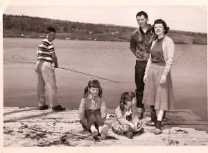 family at the lake 001