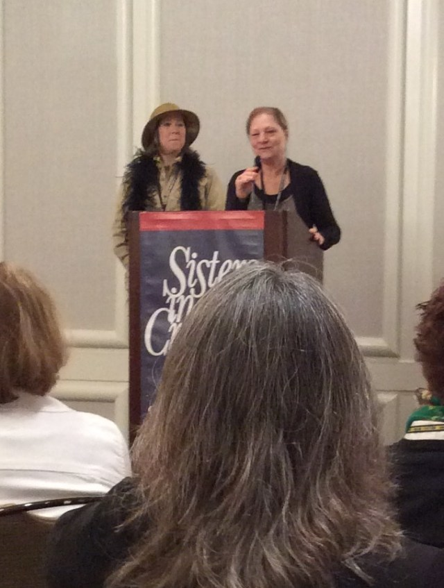 Dorothy Cannell at the Sisters in Crime breakfast