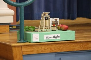 Student's Shoebox Parade float about apples