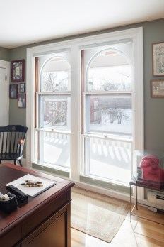 Triple hung window