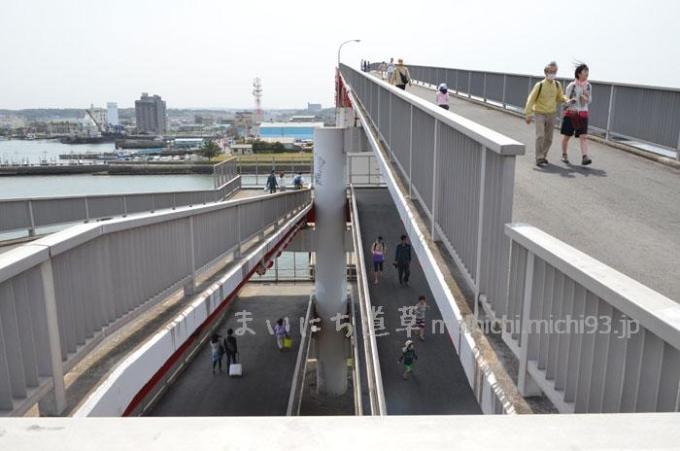 帰りの巨大歩道橋がきつい