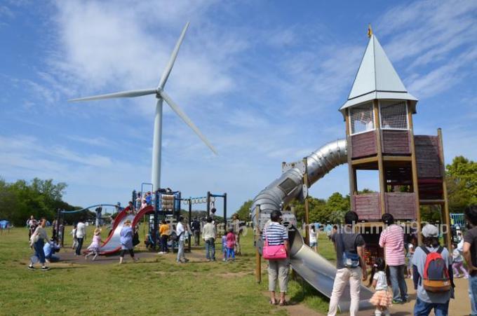 風力発電のプロペラがぶんぶん回る「多目的広場」
