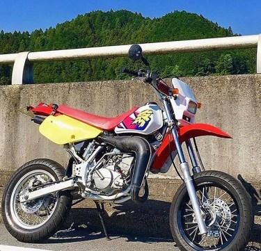 ホンダ2ストオフロードCRM50のカスタムバイクやおすすめカスタムパーツを紹介!