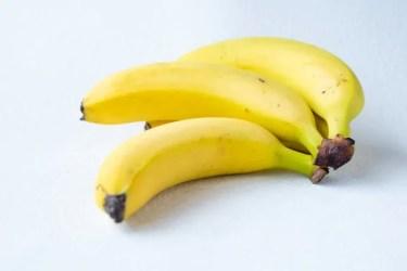 吊るすのが正解?バナナが長持ちする冷凍&冷蔵保存の方法を紹介!