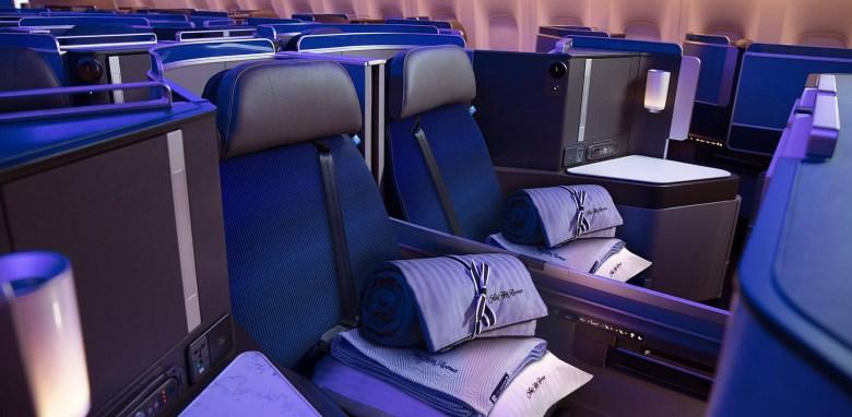 United Polaris Seat 2 (United Airlines).jpg