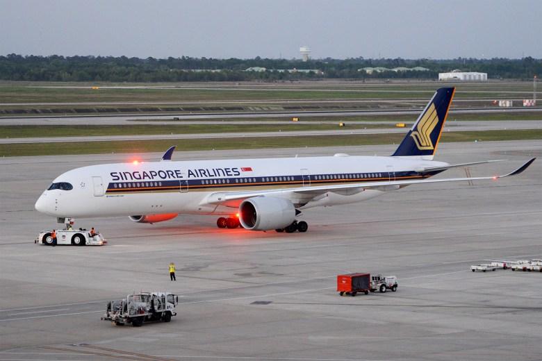 SQ A350 Pushback (Alan Wilson)