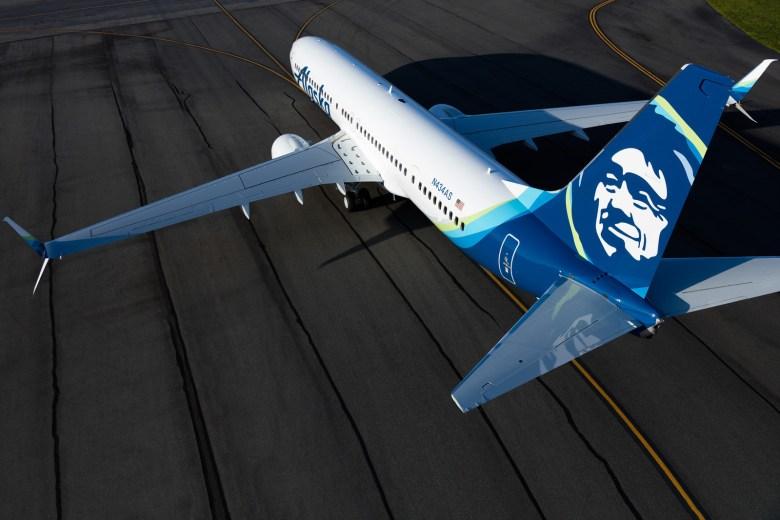 Alaska Air 737 Overhead (Alaska Air)