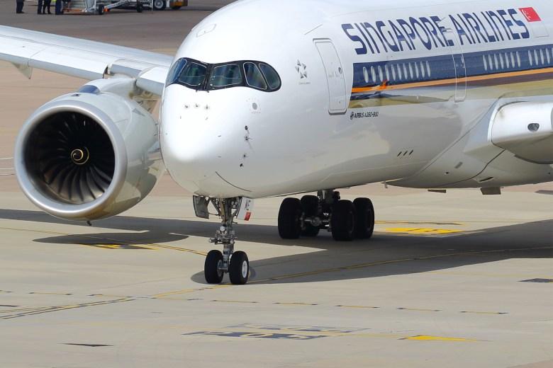 SQ A350 MAN (Transport Pixels)