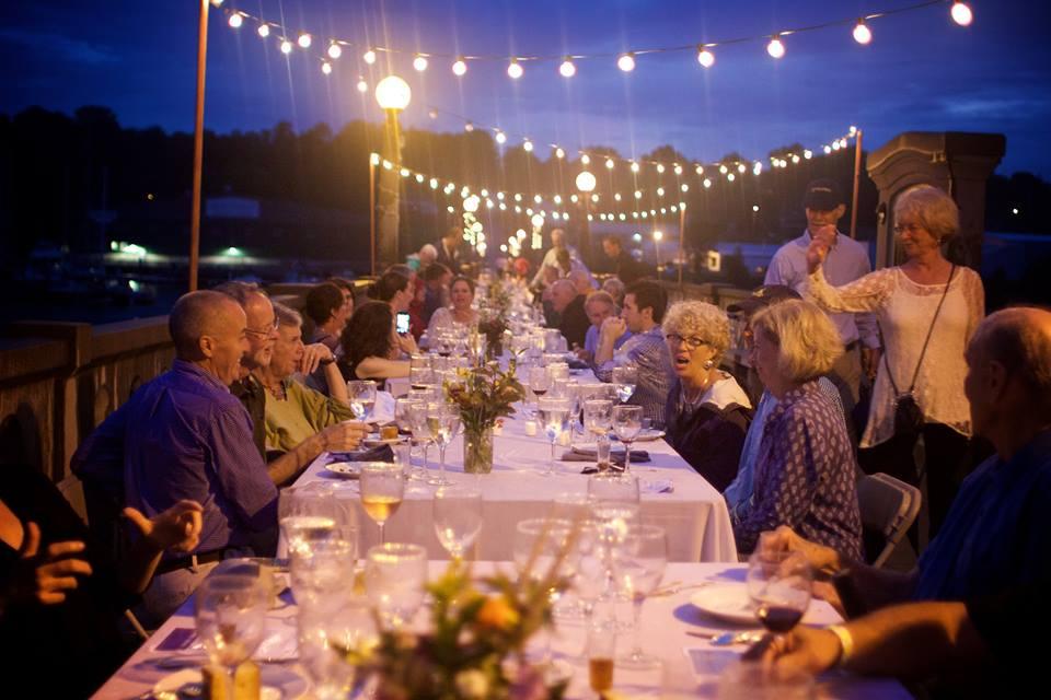 belfast-dinner-on-bridge