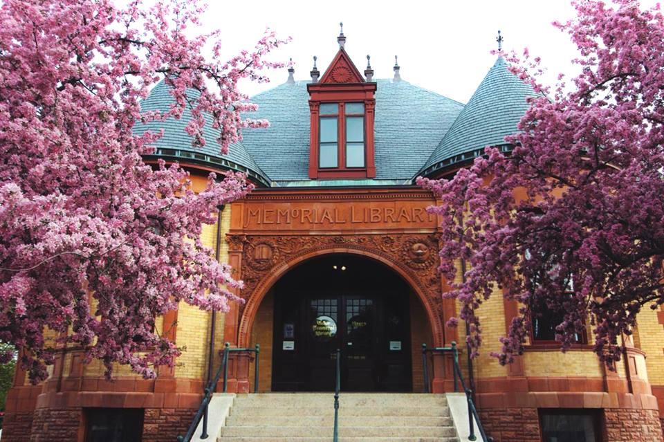 walker-memorial-library-westbrook-maine-entrance