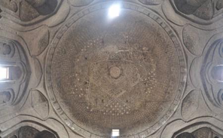 De koepel van Taj al-Molk in de Vrijdagsmoskee in Isfahan