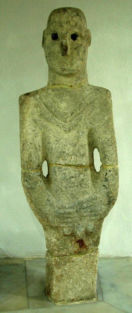 Standbeeld van een man (Şanlı Urfa Müzesi)