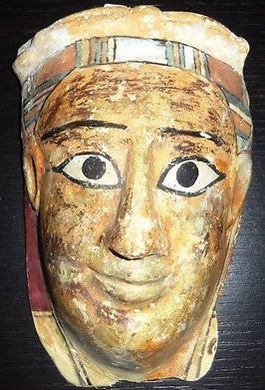Voorbeeld van een mummie-kartonnage. Deze werd vanmorgen aangeboden op eBay.